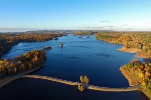 Lufaufnahme vom mittleren Teil des See Bunn in Schweden an unseren Ferienhäusern.