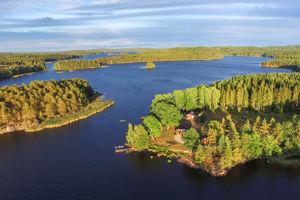 2 Ferienhäuser in Schweden am See Saljen direkt nebeneinander, ideal zum Angeln auf Barsch, Zander und Hecht.
