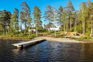 3 Ferienhäuser in Schweden am See, nebeneinander ideal für 2 bis 3 gemeinsam reisende Familien oder große Gruppen mit bis zu 20 Personen.