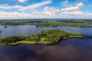 Unser Ferienhaus in Schweden mit Seeblick steht in Alleinlage auf seiner eigenen Insel.