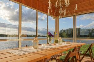 Unser Bootshaus steht in Alleinlage direkt am See und eignet sich gut für einen Urlaub mit Hund.