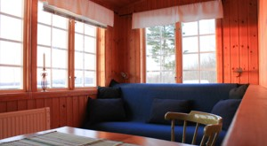 The living area of the cottage Visthusboden at lake Bunn with a sofa bed for 2 people