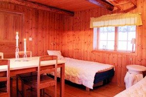 The bedroom of the cottage with sauna at lake Bunn.