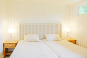Die 3 Schlafzimmer des Schweden Ferienhauses bieten genug Platz für 6 Personen.