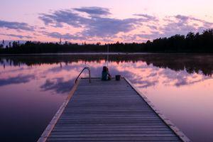 3 nebeneinander liegende Ferienhäuser in Schweden am See ideal für 2 bis 3 gemeinsam reisende Familien oder große Gruppen.